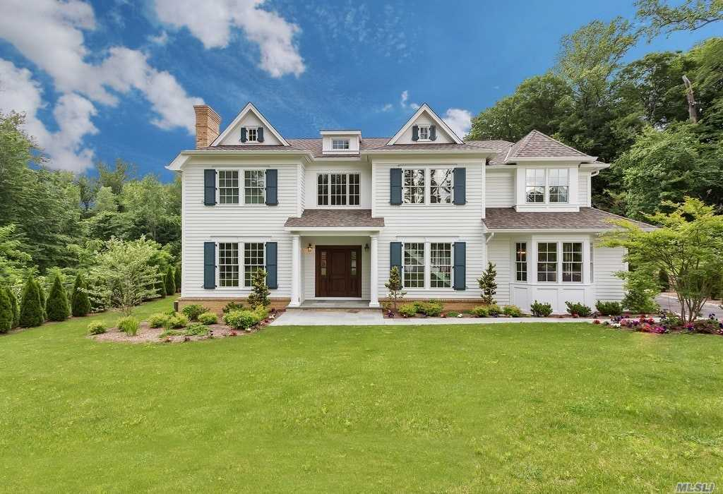 152 Plymouth Ct - Manhasset, New York