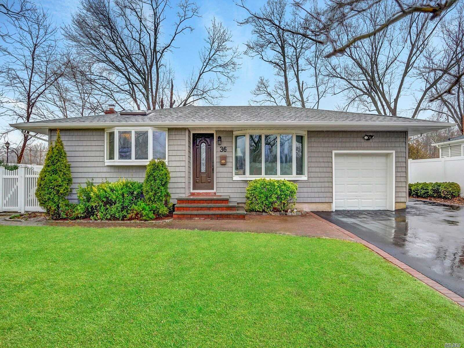 36 Marie Cres - Commack, New York