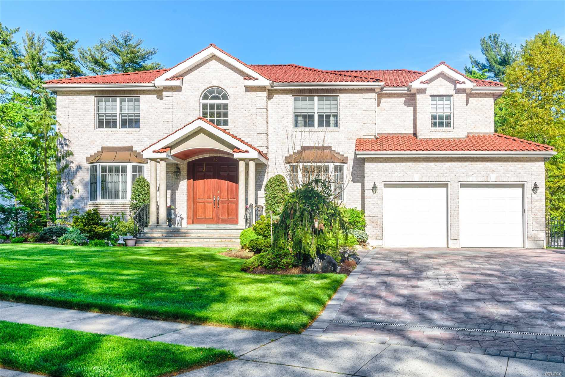 39 Sycamore Ln - Roslyn Heights, New York