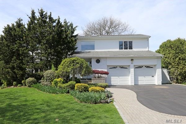 85 Fairview Dr - Searingtown, New York