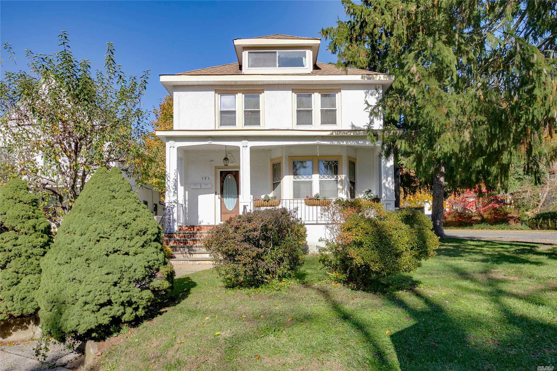 121 Berry Hill Rd - Oyster Bay, New York