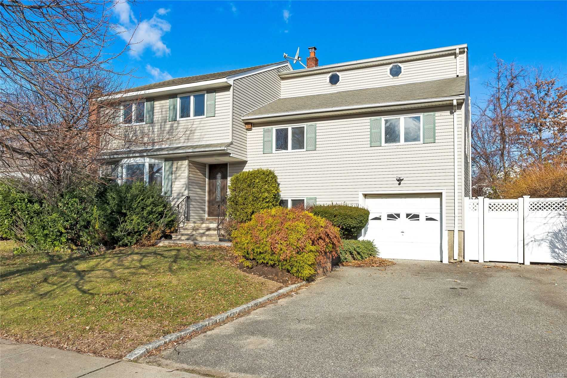 11 Lincrest St - Syosset, New York