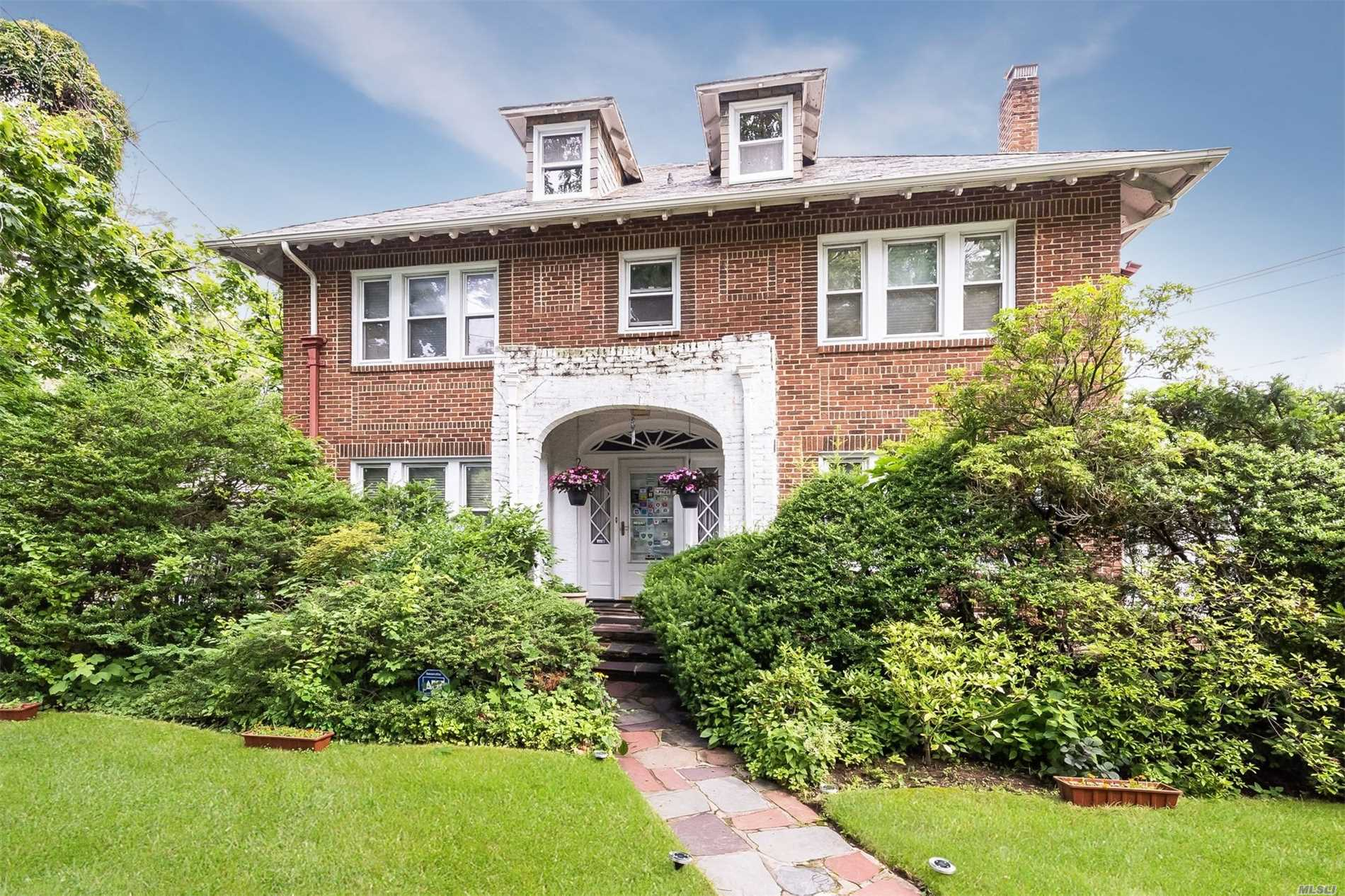 920 Browers Point Br - Woodmere, New York