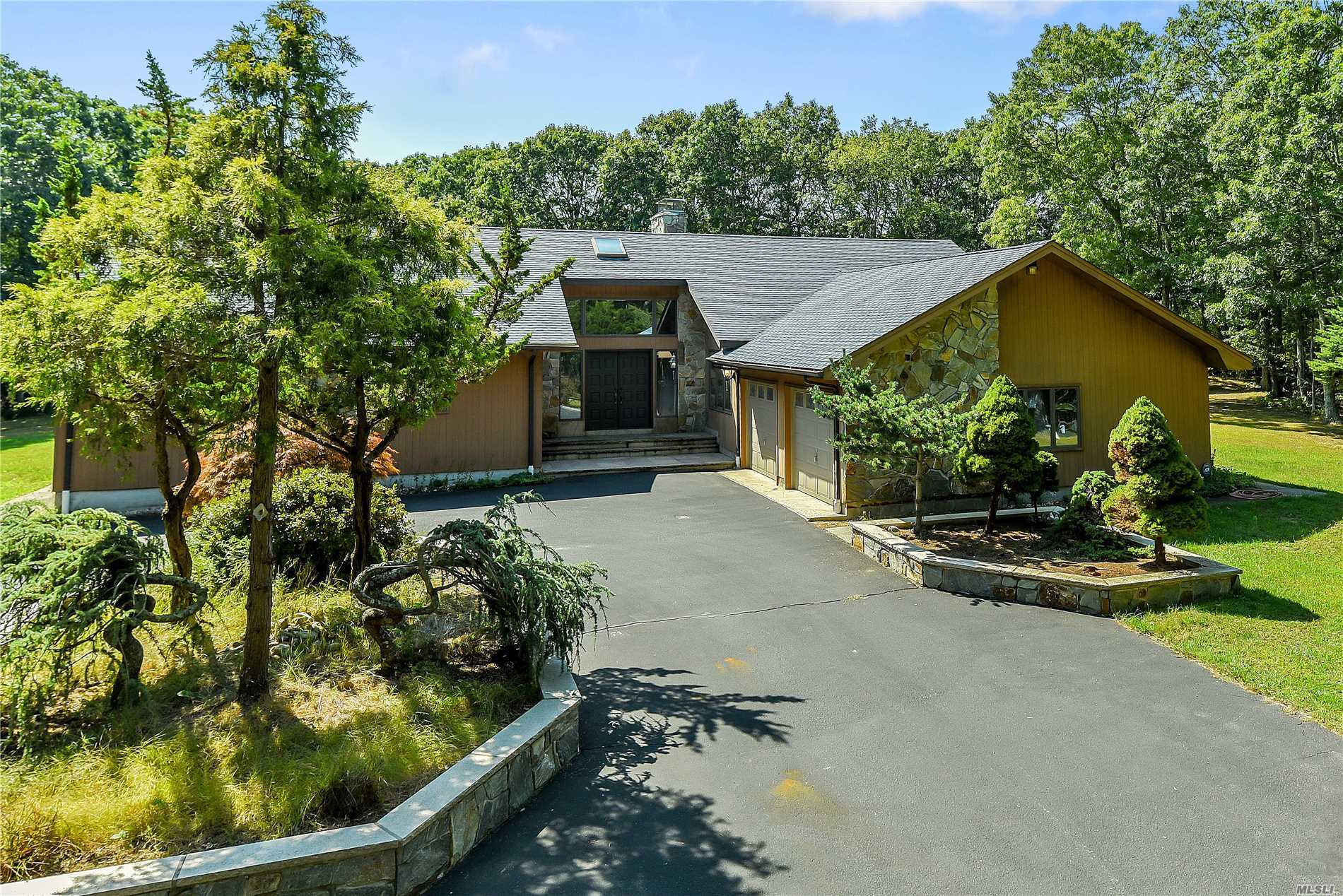 2905 Private Rd - East Marion, New York