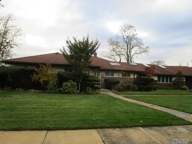 2758 Lindenmere Dr - Merrick, New York