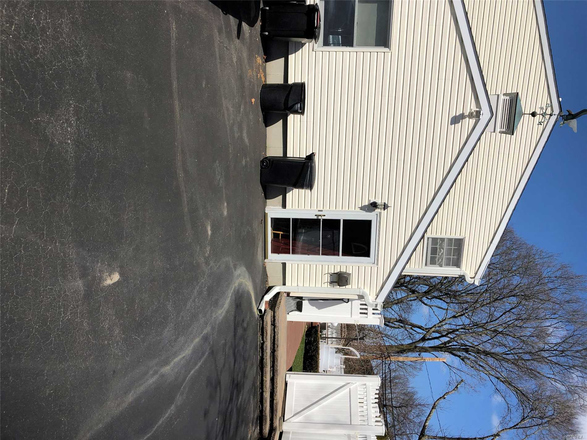37 Victor Dr - E. Northport, New York