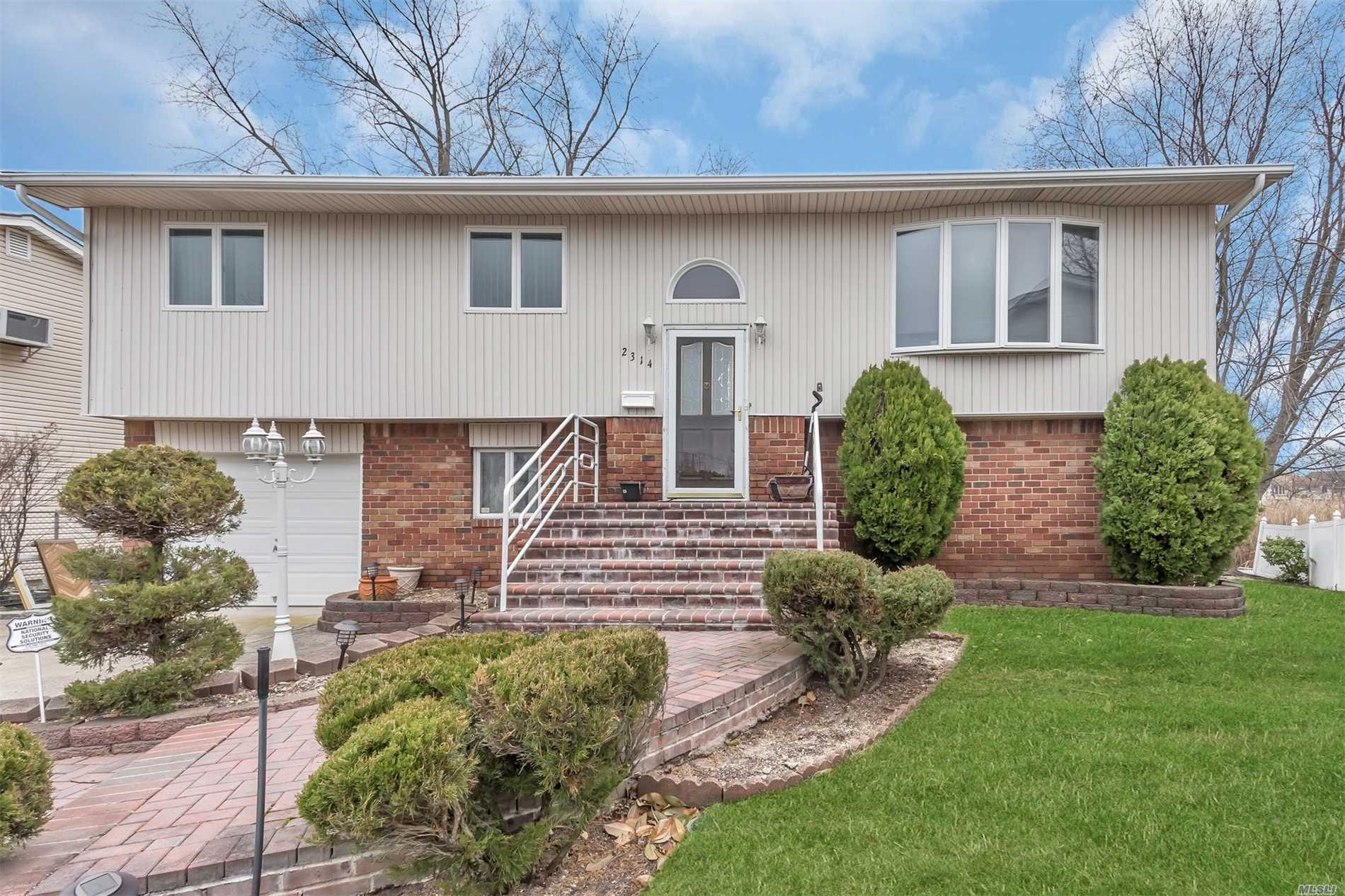 2314 Jeffrey Ct - Merrick, New York