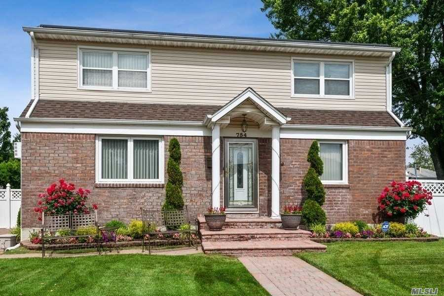 754 Home St - Elmont, New York