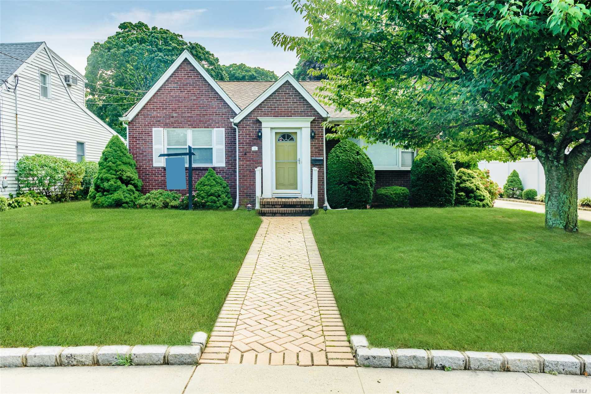 26 Catherine St - Lynbrook, New York