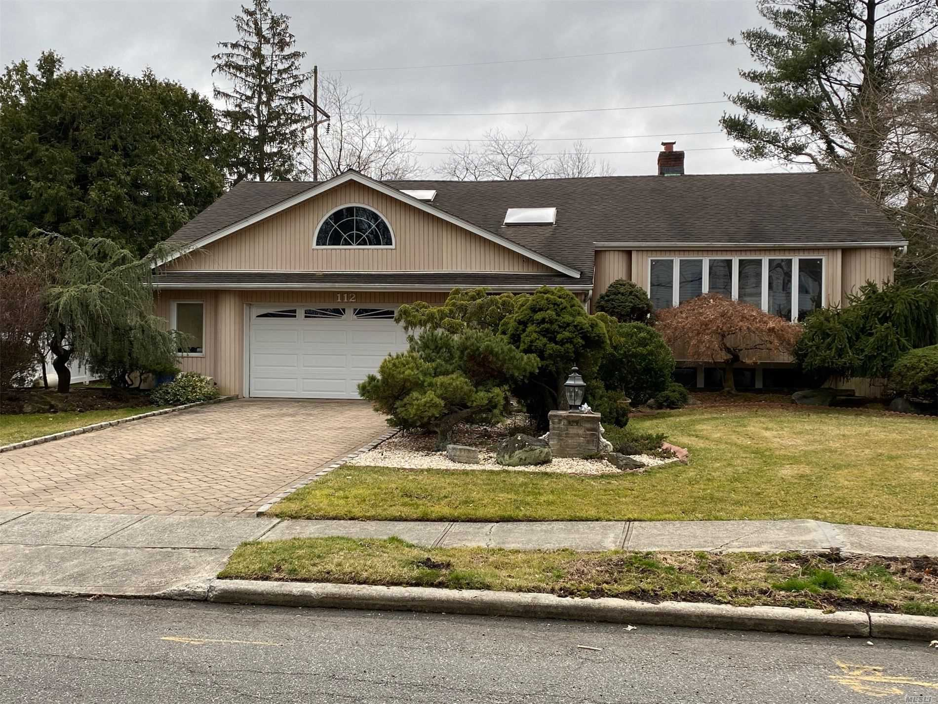 112 Dogwood Rd - Roslyn, New York