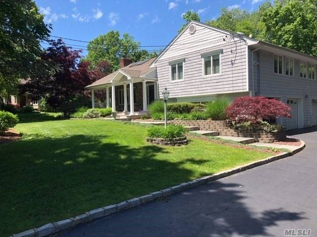 27 Woodedge Dr - Dix Hills, New York