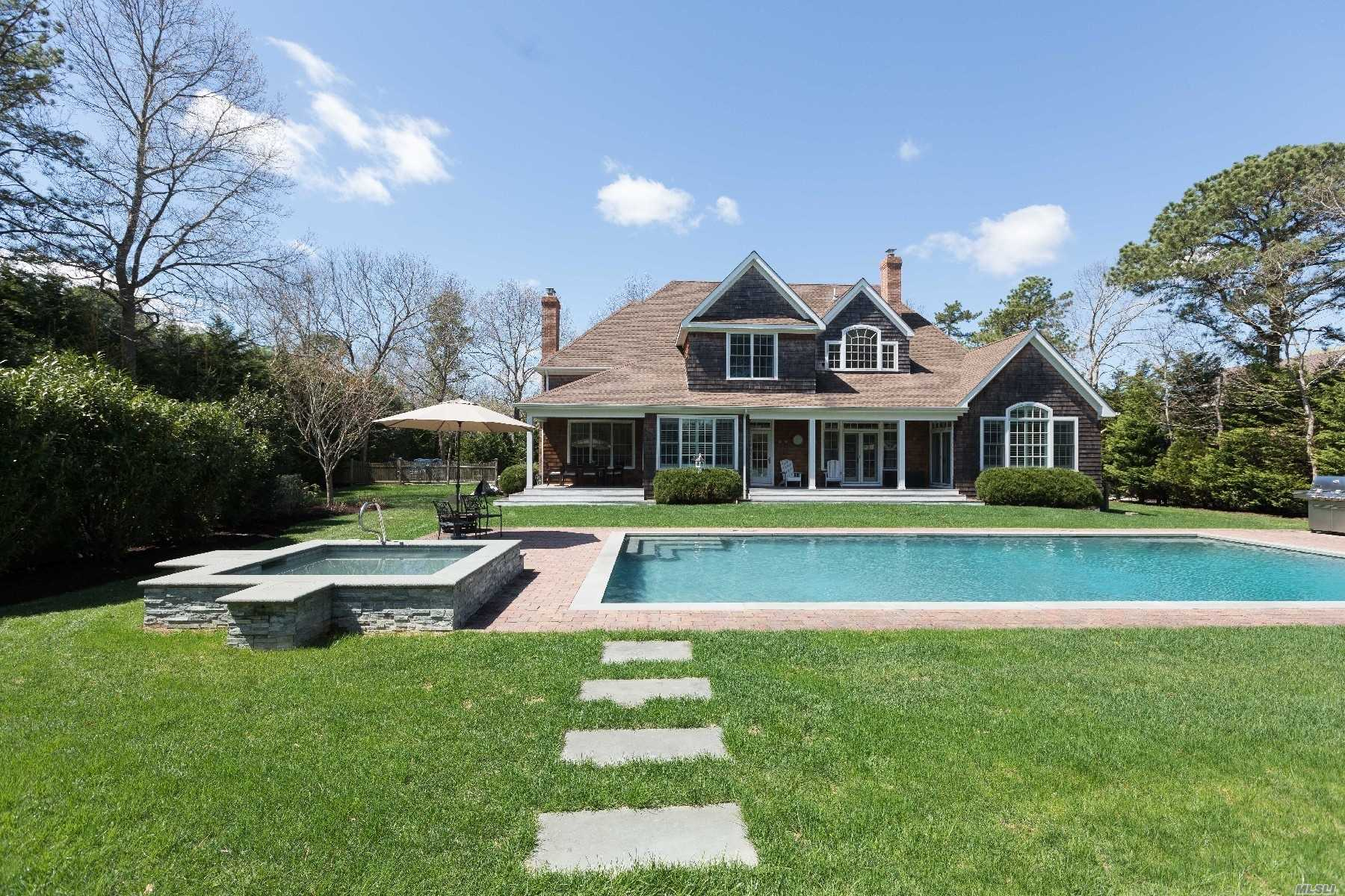 15 Post Fields Ln - Quogue, New York