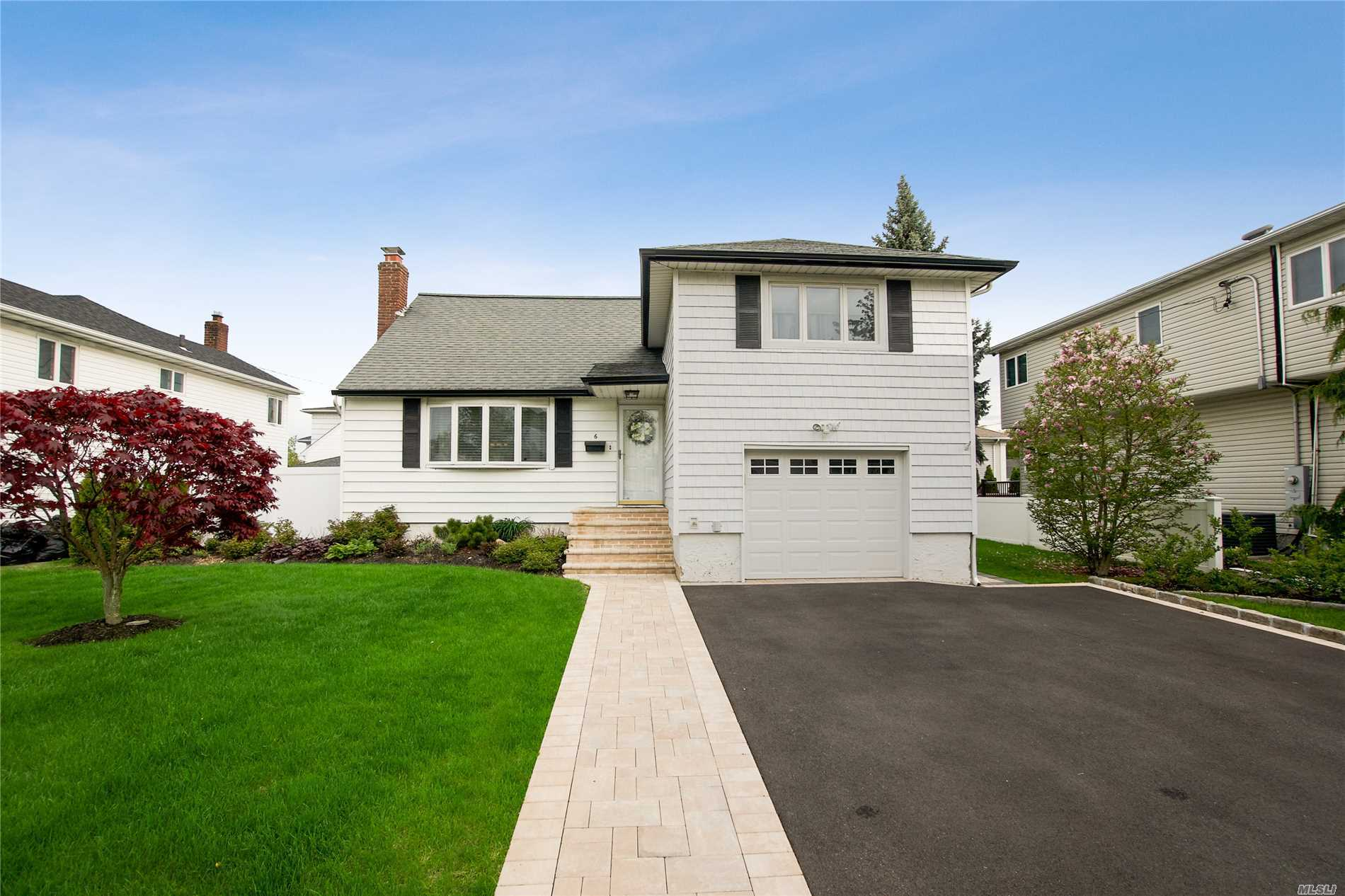 6 Marbourne Rd - Bethpage, New York