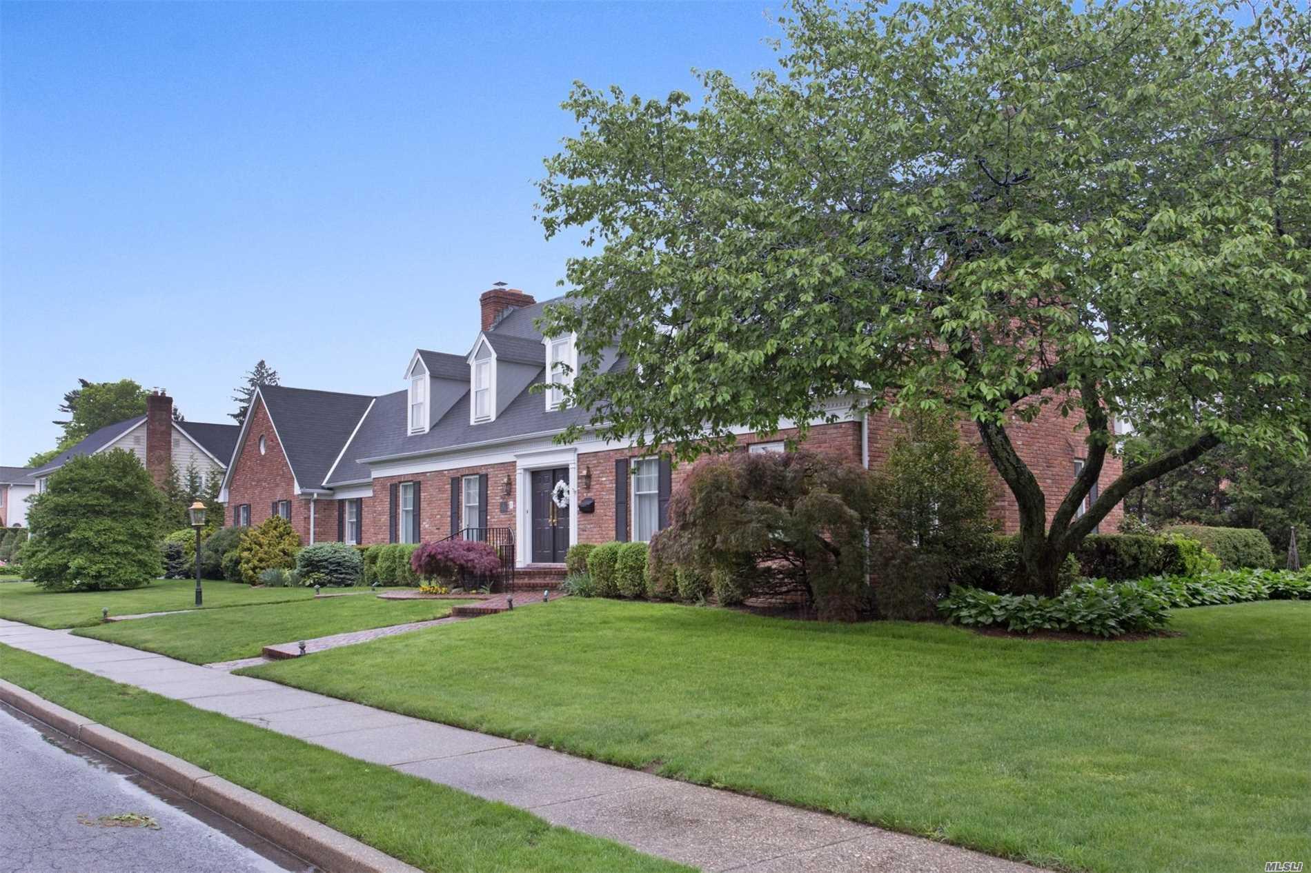 Garden City Real Estate | Douglas Elliman