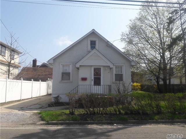 Just Listed! The Best Little House In Town!!