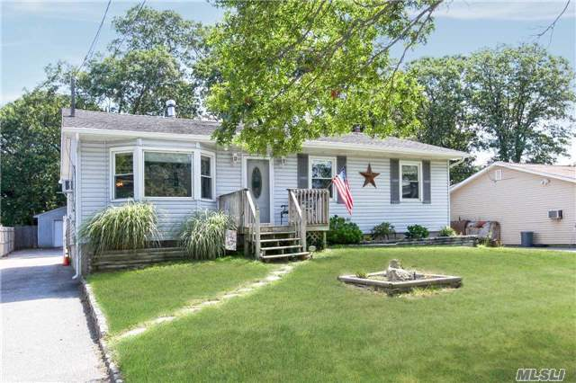 25 Lake Dr - E. Patchogue, New York
