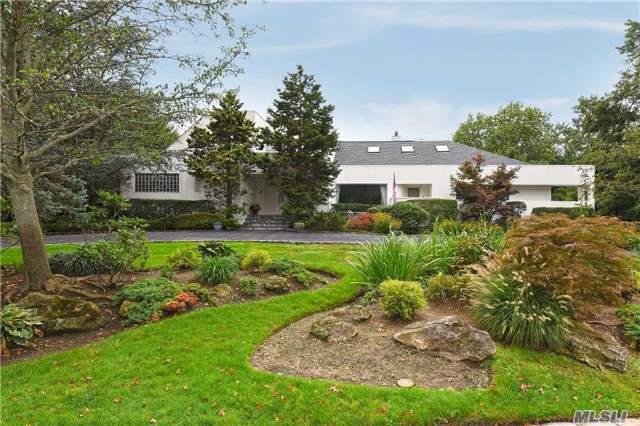 1250 Veeder Dr - Hewlett Bay Park, New York