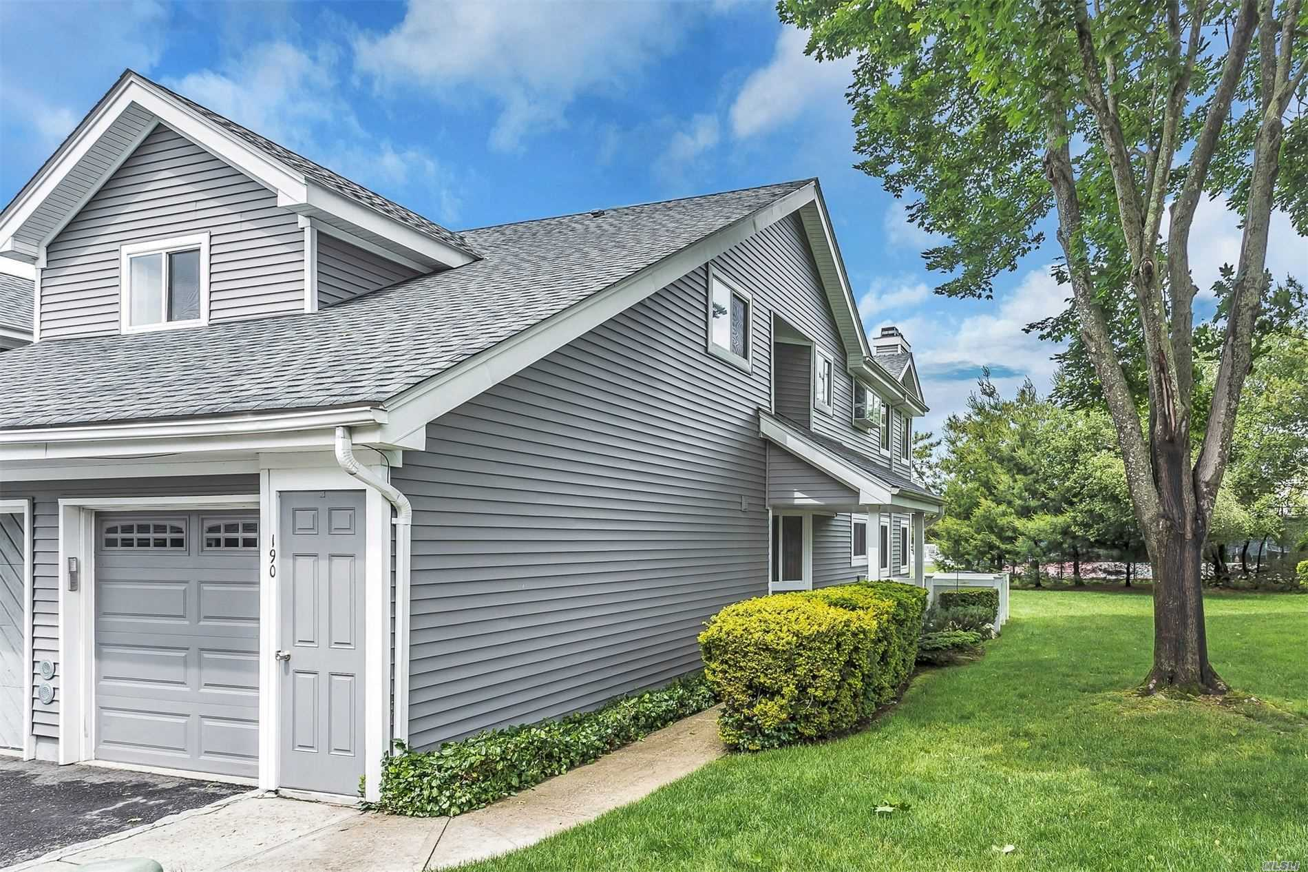 190 River Dr - Moriches, New York