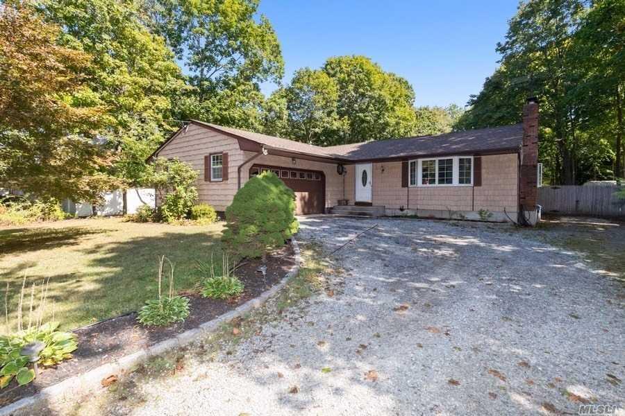 189 Oak St - Medford, New York