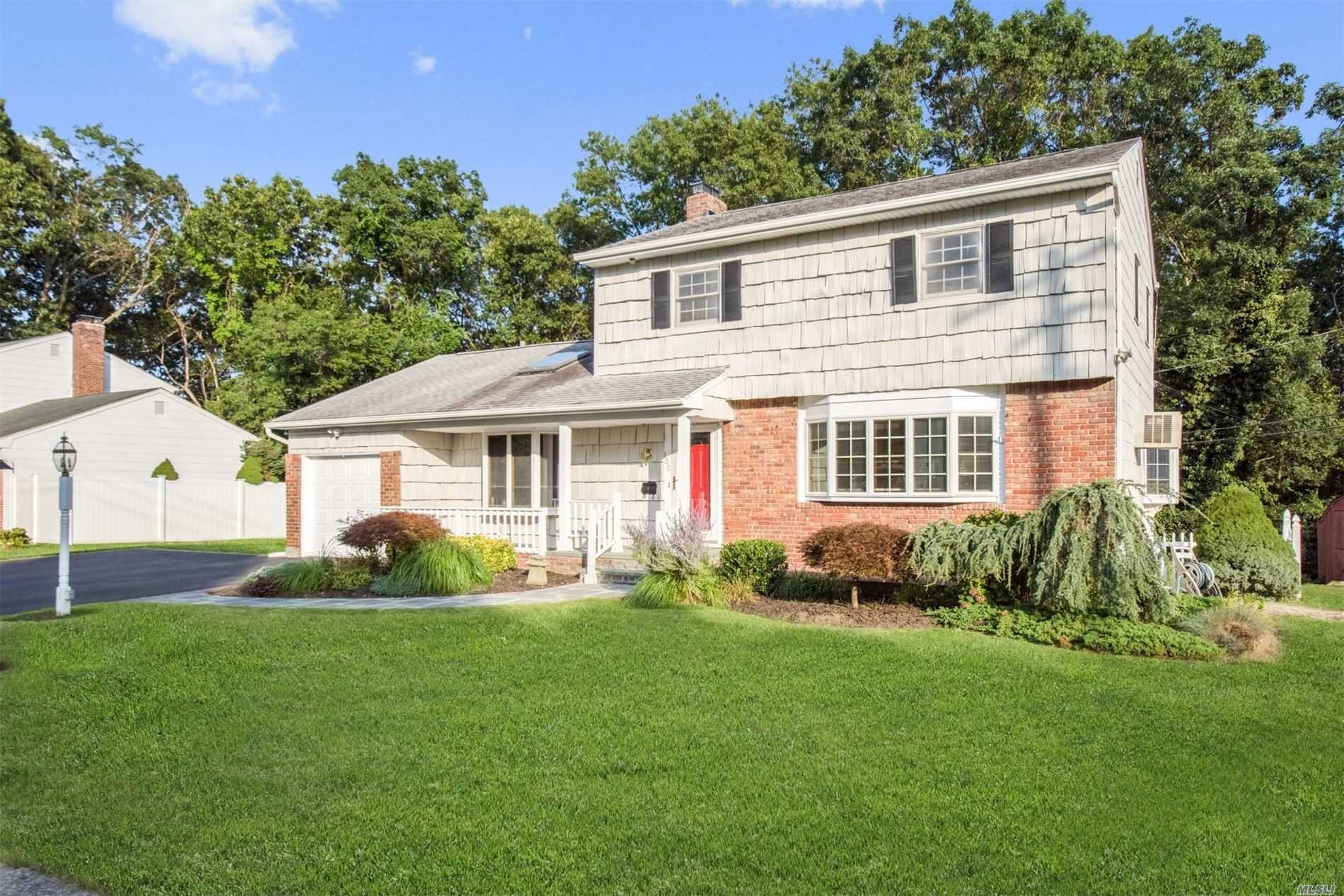 100 Gerald Ln - Old Bethpage, New York