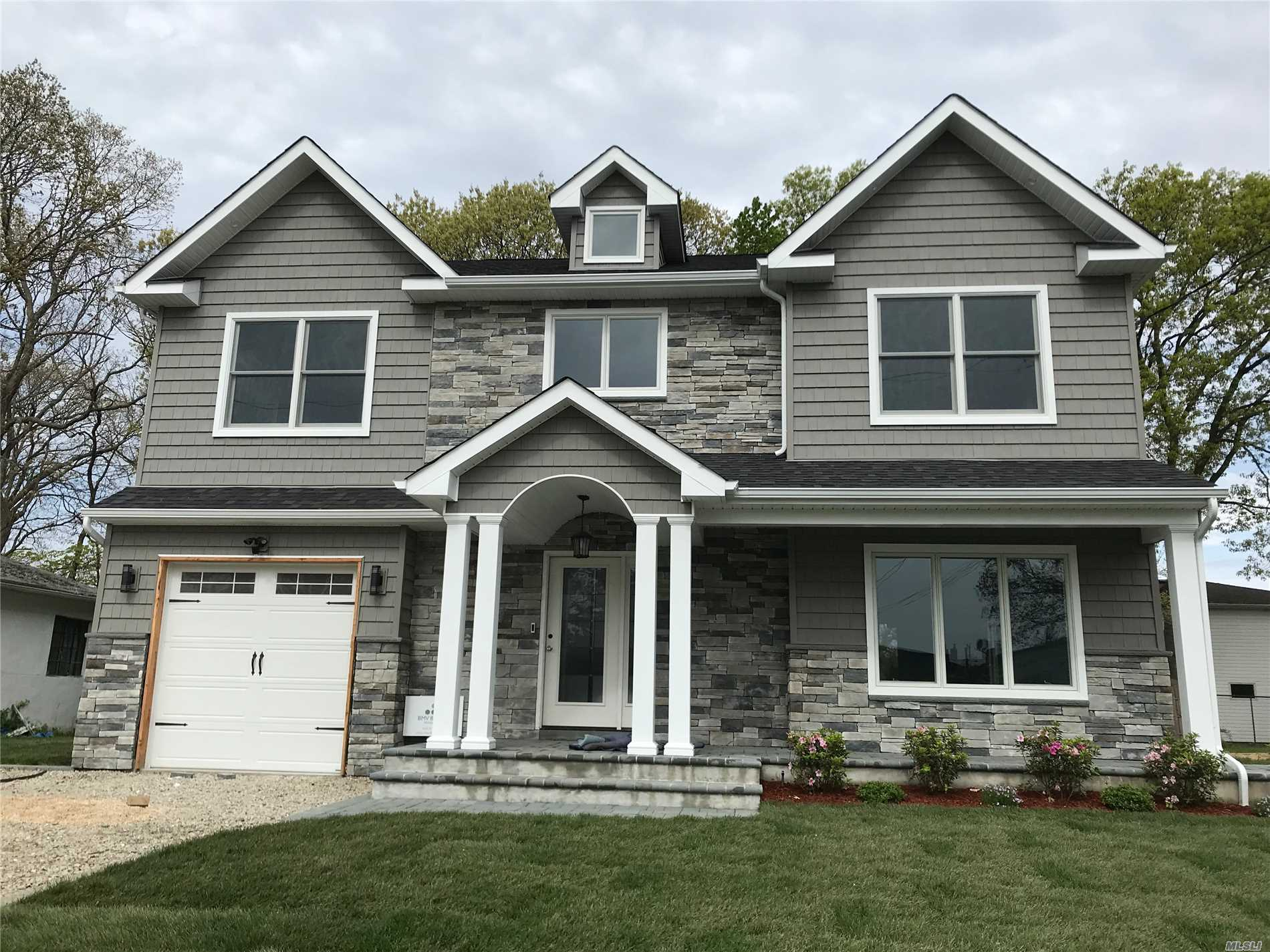 70 Park Ln - Massapequa Park, New York