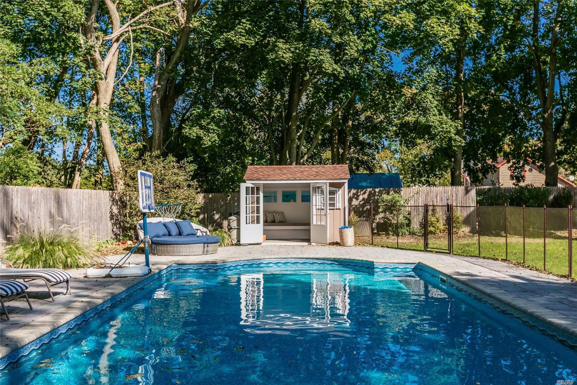 758 Peconic Bay Blvd - Jamesport, New York