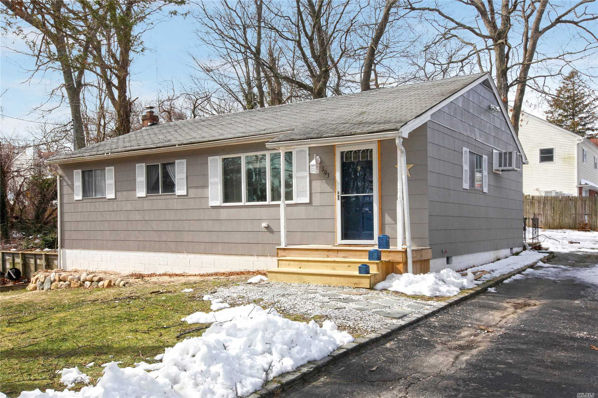 103 Maple Rd - Rocky Point, New York