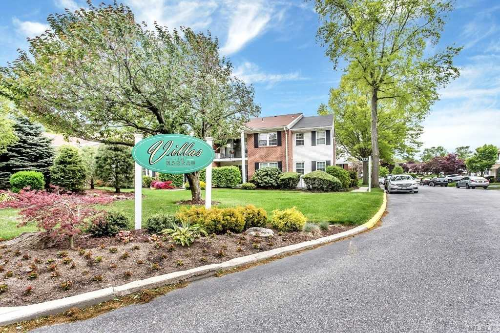 124 Santa Barbara Dr - Plainview, New York