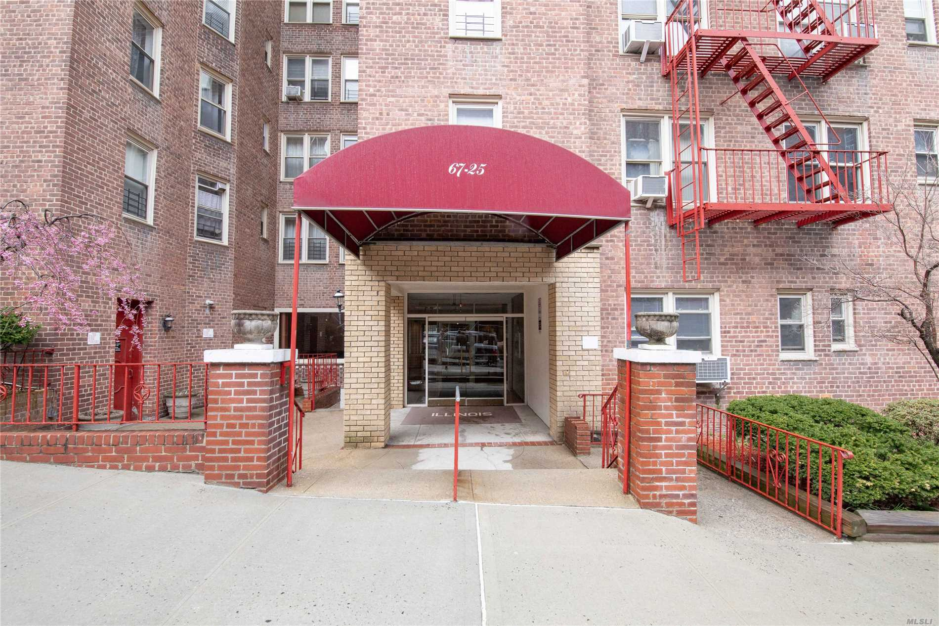 67-25 Clyde St, 1M - Forest Hills, New York