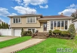 612 Marion Dr - East Meadow, New York