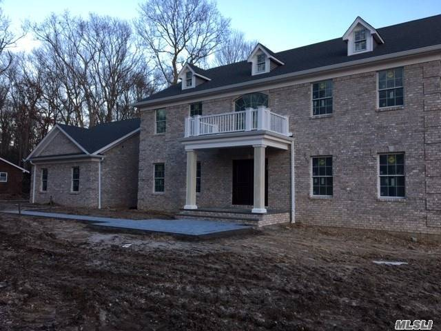10 Weaver Ln - Dix Hills, New York