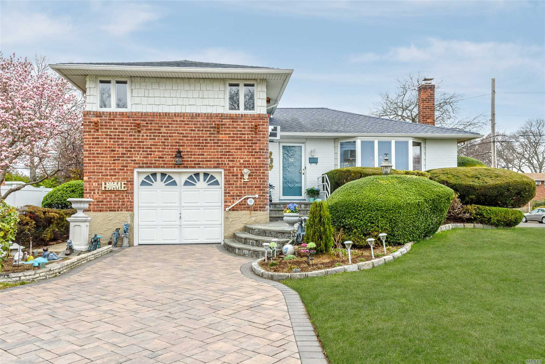 62 Beverly Pl - Levittown, New York
