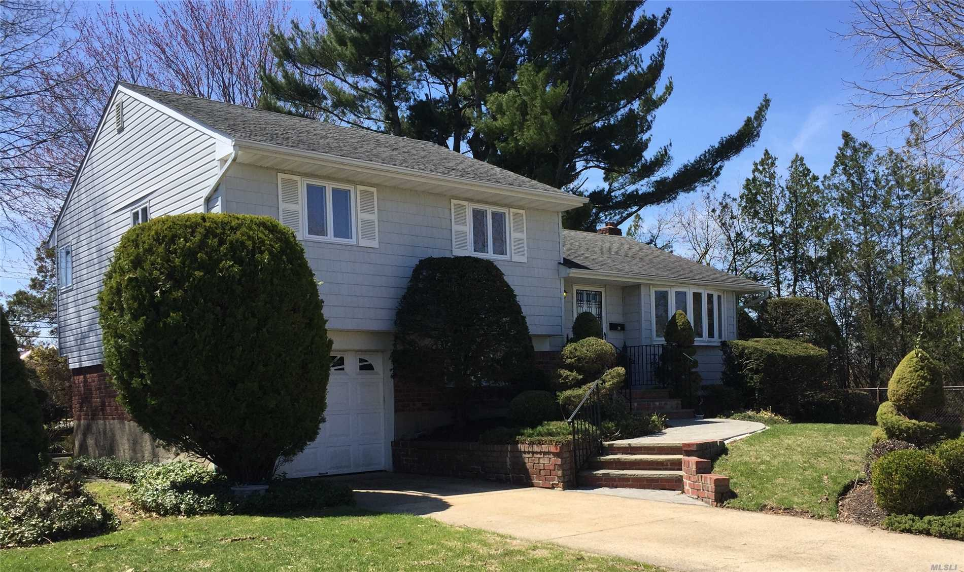 20 Colony Ln - Syosset, New York