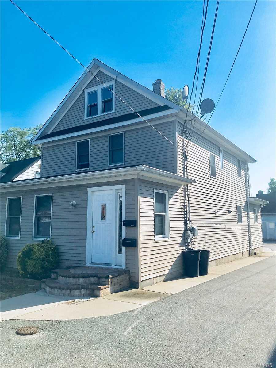 1386 Newbridge Rd - N. Bellmore, New York