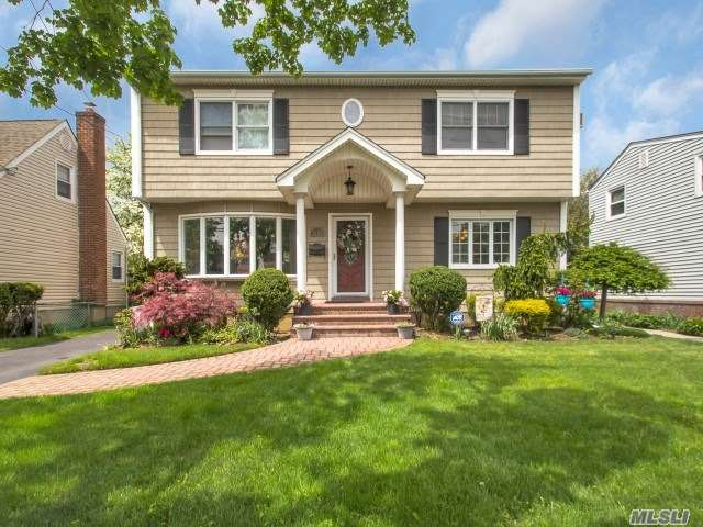 1743 W End Ave - New Hyde Park, New York