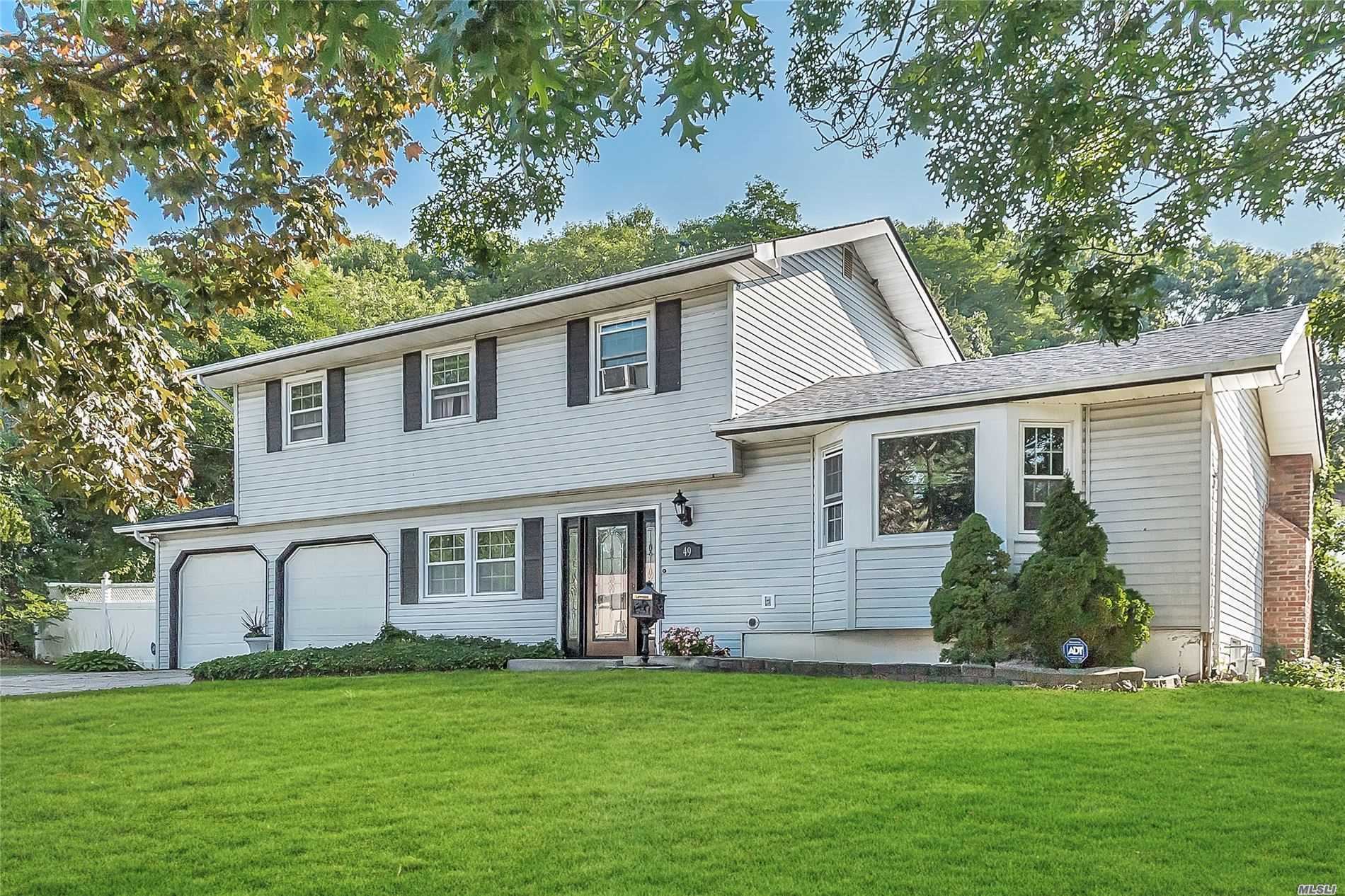 49 Willow St - Wheatley Heights, New York