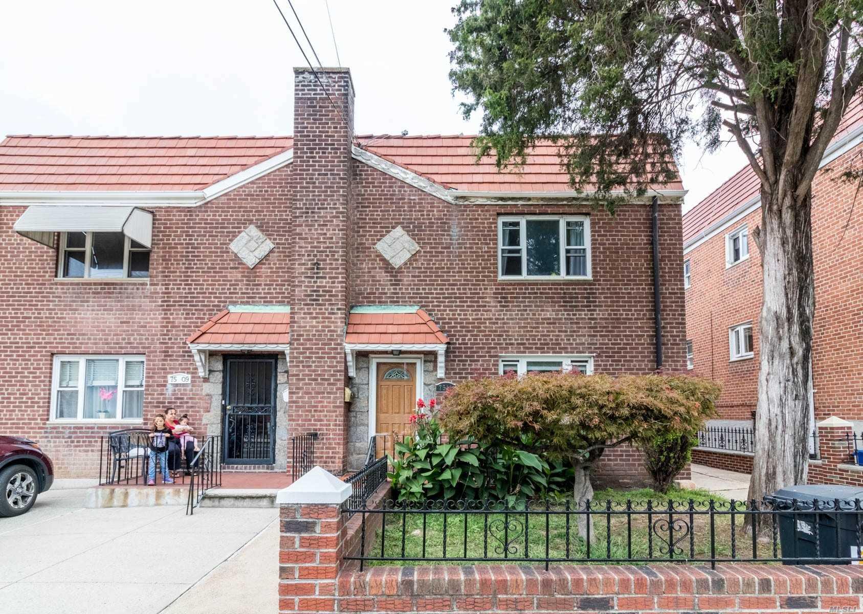 75-11 Ditmars - East Elmhurst, New York