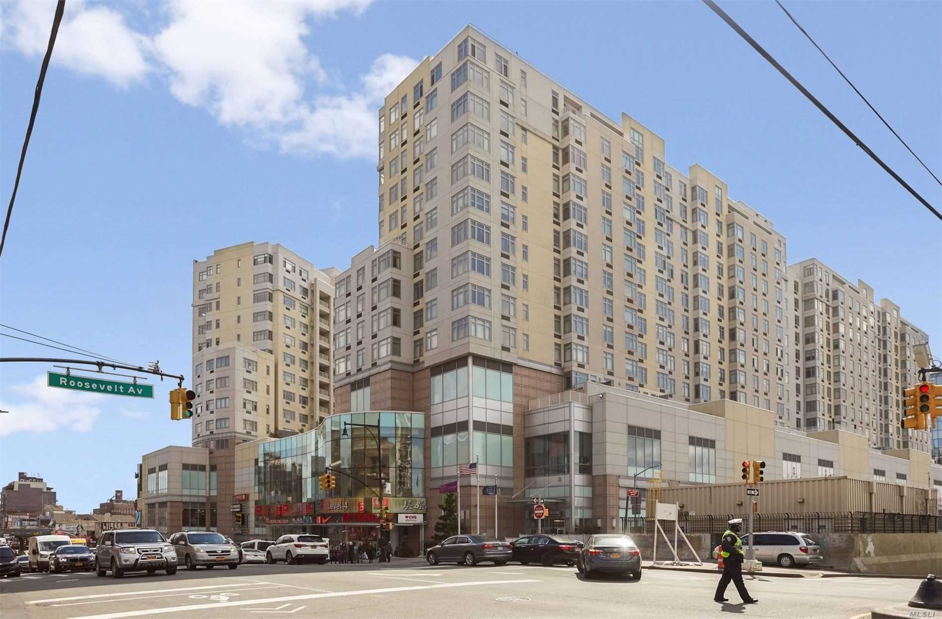 40-28 College Point Blvd, 902 - Flushing, New York