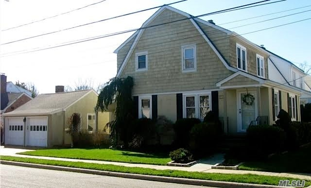 130 Hillside Ave - Manhasset, New York