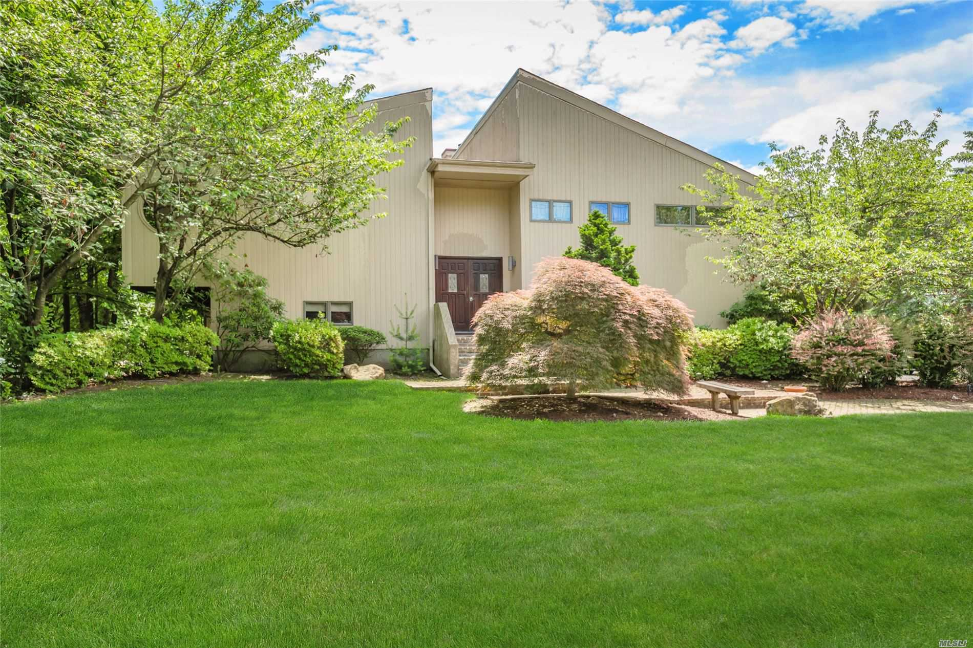 348 Burr Rd - Commack, New York