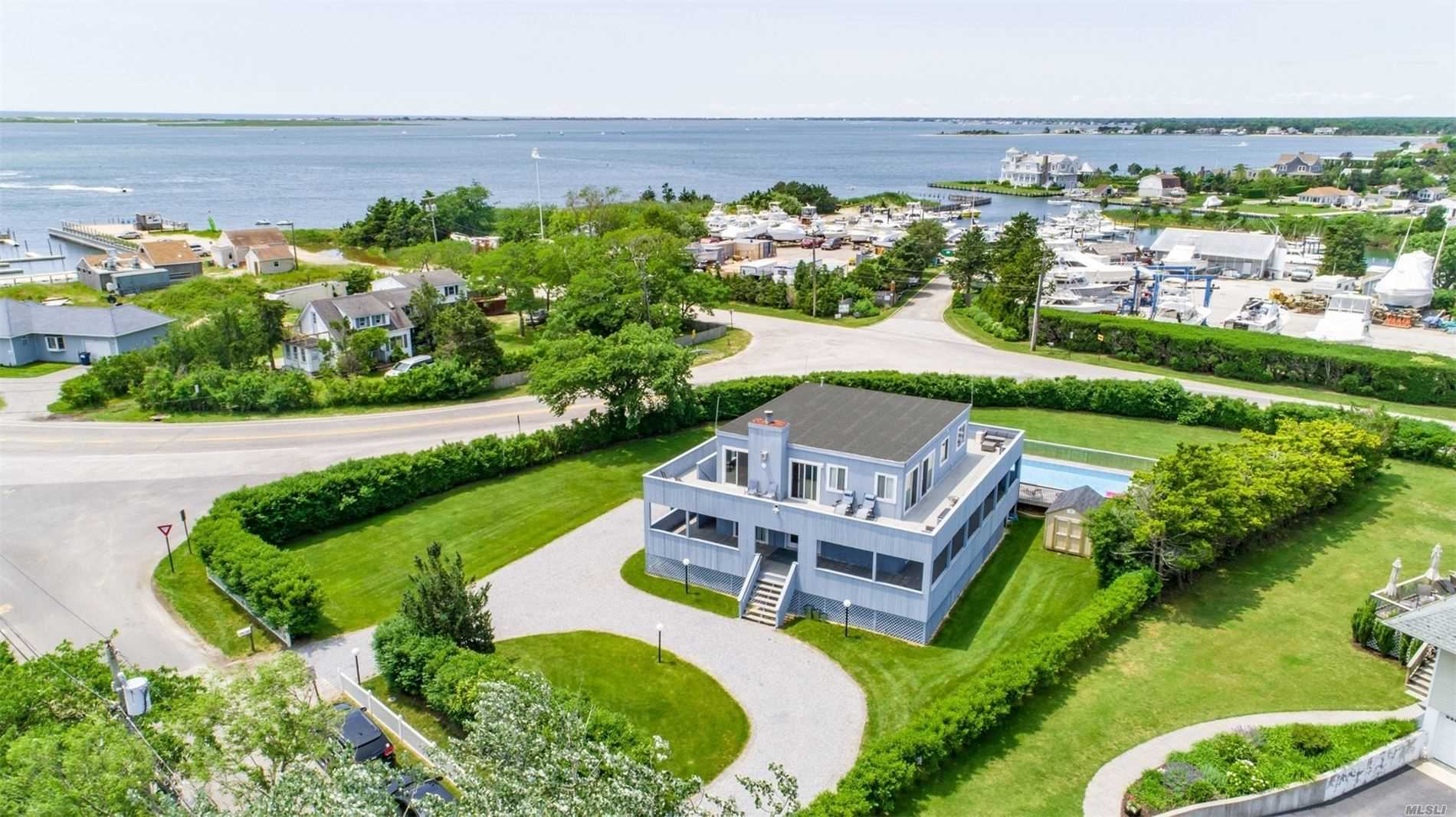 24 Lighthouse Rd - Hampton Bays, New York