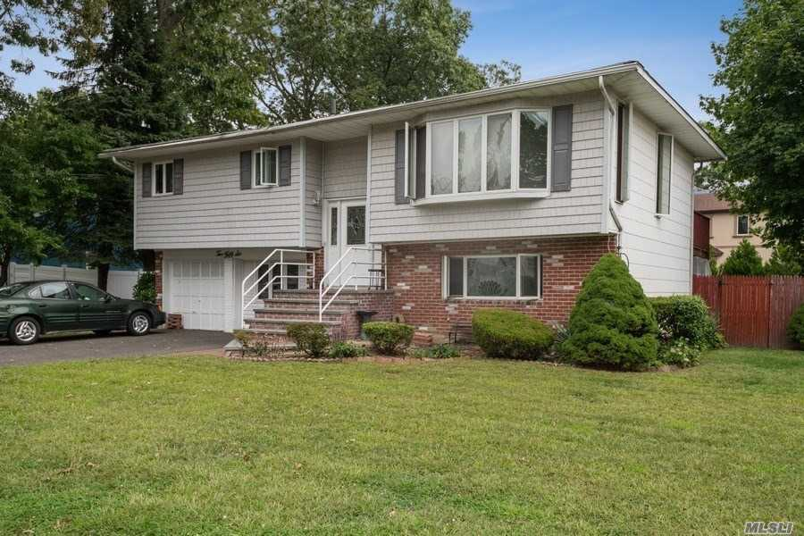 256 S 15th St - Lindenhurst, New York