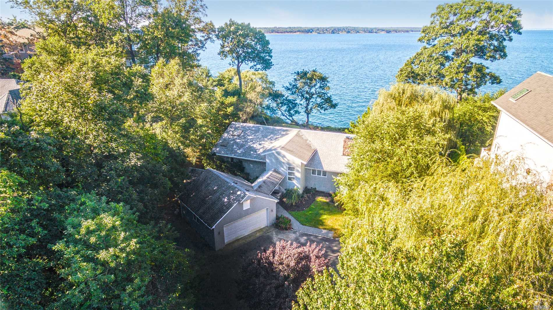27 Essex Dr - Northport, New York