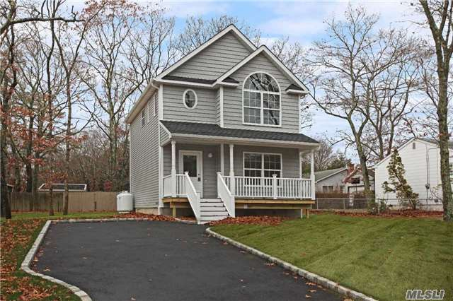54 Woodward Ave - Patchogue, New York