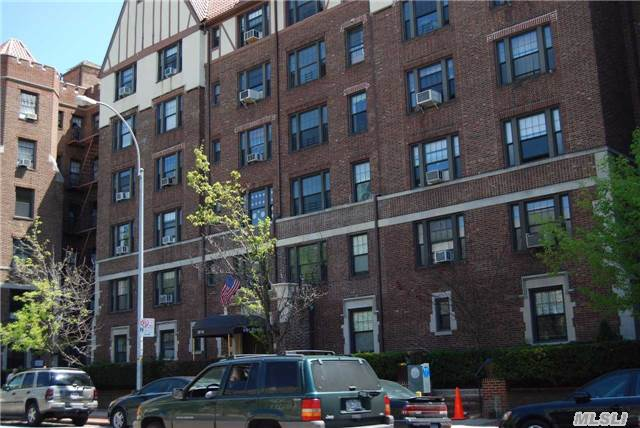 Sold: 109-14 Ascan Ave, Forest Hills, NY 11375