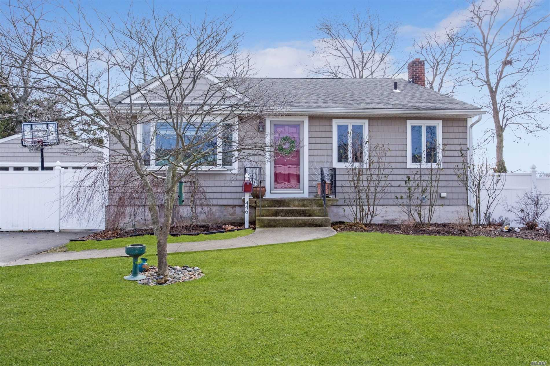 446 Heathcote Rd - Lindenhurst, New York