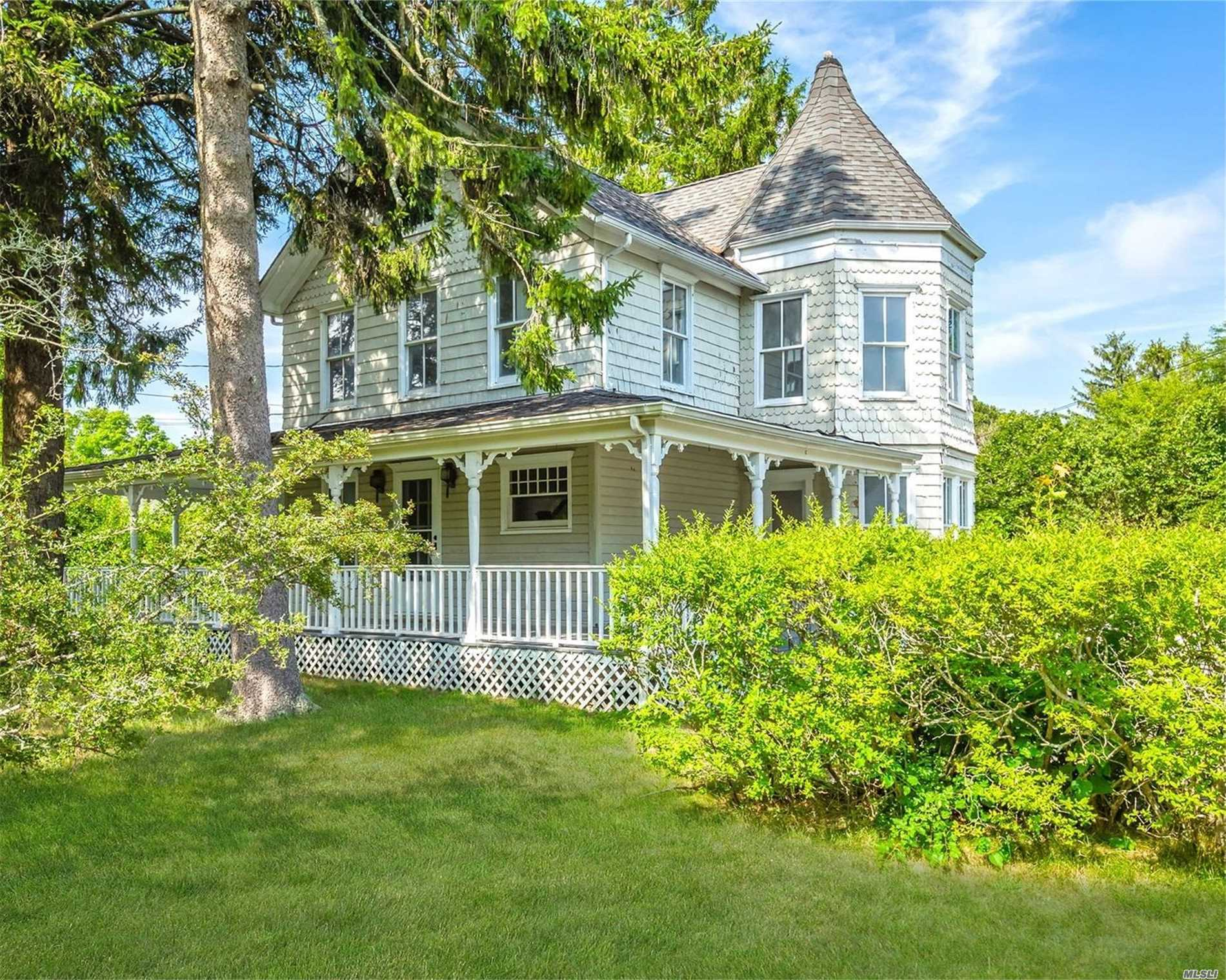 41 Ponquogue Ave - Hampton Bays, New York