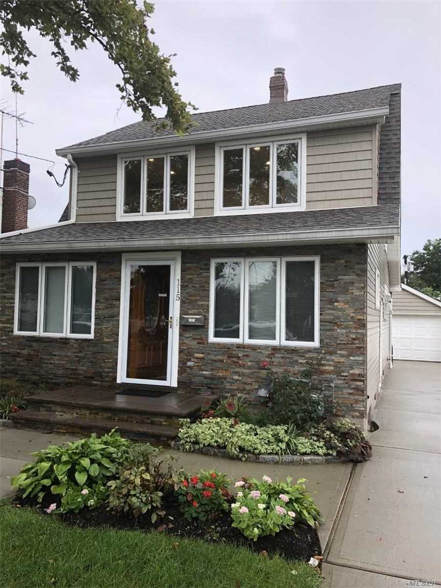 115 Roslyn Rd - Mineola, New York