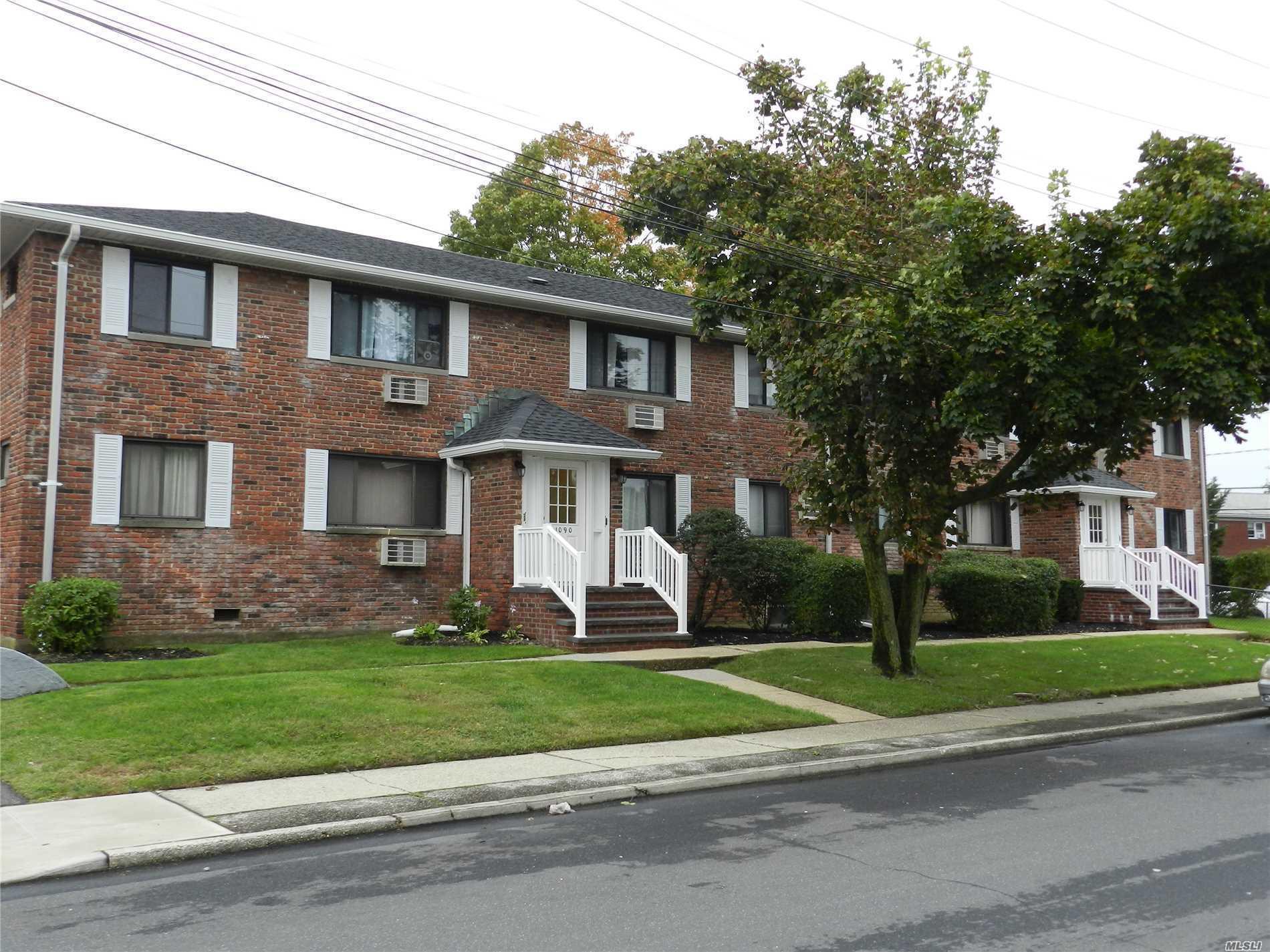 1090 N Alleghany Ave - Lindenhurst, New York