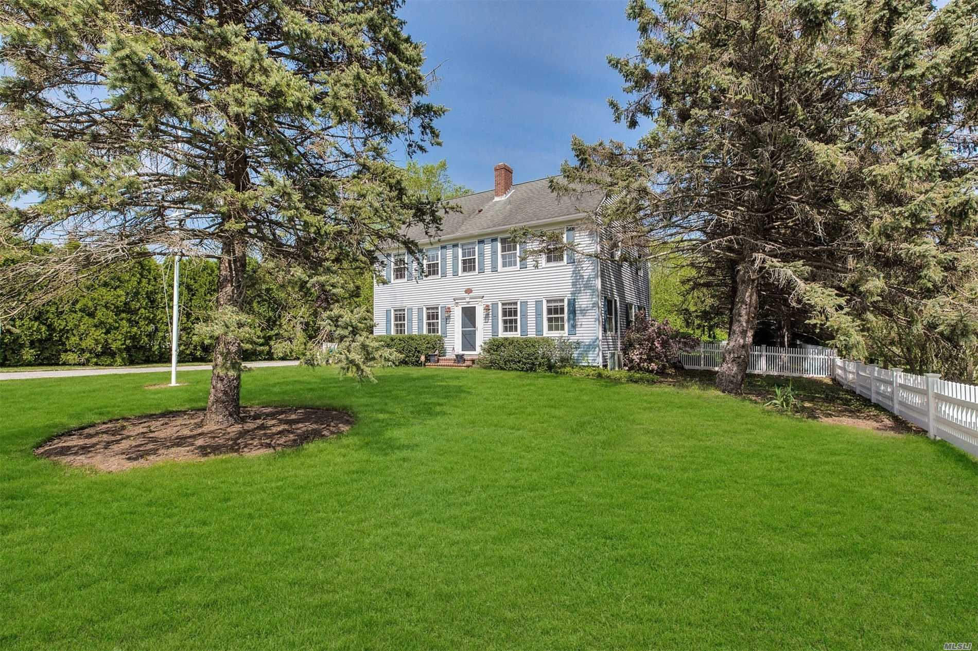 200 Breitstadt Ct - Southold, New York